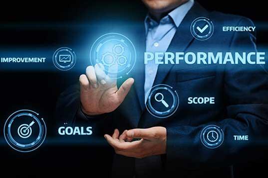 Performance-Marketing ICON mit Mann im Anzug im Hintergrund
