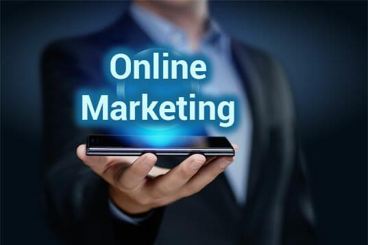 Online Marketing Beschriftung auf Tablet